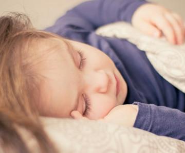 10 trucos para que tu peque se duerma a la hora